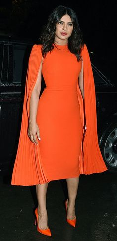 4 New Autumn Shoe Trends VB, EmRata and Rosie HW Just Can't Get Enough Of - celebrity shoe trends Priyanka Chopra in an orange cape dress from Alex Perry - Big Girl Fashion, Curvy Fashion, Fashion Today, Steampunk Fashion, Gothic Fashion, Dress Fashion, Fashion News, Fashion Online, Vintage Fashion