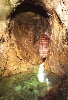 warren's shaft entrance | The Entrance to the Pool of Siloam. Hezekiah's Tunnel. (photo 03)