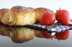 Tebirkes – luftige og gode Bread Baking, French Toast, Rolls, Breakfast, Ethnic Recipes, Buns, Food, Baking, Morning Coffee