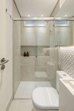 Bathroom Design Luxury, Simple Bathroom, Bathroom Layout, Modern Bathroom Design, Bad Inspiration, Bathroom Inspiration, Bathroom Accent Wall, Bad Styling, Home Design Decor