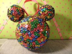Natal Do Mickey Mouse, Mickey Mouse Ornaments, Mickey Mouse Christmas, Disney Ornaments, Mickey Ears, Sequin Ornaments, Diy Christmas Ornaments, Christmas Projects, Christmas Holidays