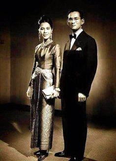 Queen Sirikit and King Bhumibol Adulyadej of Thailand ( King Rama IX), the King of Thailand and the Kingdom of Siam. www.islandinfokohsamui.com