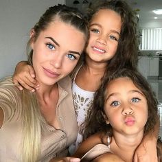 Morning Bonjour Bom diah Lindeza em dose tripla  @brookeiseppi #talmãetalflha #itgirlsbrazil #ownt #cute #love #follow #linda #vidademãe #mãedemenina #gêmeas #selfie #motherhood #motherlife #instamoment #morning #bonjour #buenosdias #ootd #photoshoot #inspiration #maisamorporfavor #espalheluz #inspiração #blogmaterno #socute #fofuradodia