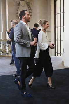 Olivia Palermo Photos Photos - Image has been desaturated.) Olivia Palermo arrives at the Barbara Bui show as part of the Paris Fashion Week Womenswear Spring/Summer 2017 on September 29, 2016 in Paris, France. - Alternative Views : Paris Fashion Week Spring/Summer 2017