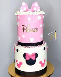"𝐐𝐮𝐚'𝐓𝐞𝐬𝐡𝐚 𝐅𝐞𝐥𝐝𝐞𝐫•𝗖𝗮𝗸𝗲 𝗗𝗲𝘀𝗶𝗴𝗻𝗲𝗿 on Instagram: ""𝐒𝐡𝐨𝐰𝐞𝐫𝐢𝐧𝐠 𝐁𝐚𝐛𝐲 𝐏𝐚𝐢𝐬𝐥𝐞𝐞 🎀 : : : : : : : : : : : : : : : : : : : : : : : : : : : : : : : : #babyshowercake #twotiercake #birthdaycake…"" Two Tier Cake, Baby Shower Cakes, Custom Cakes, Birthday Cake, Treats, Instagram, Design, Cakes Baby Showers, Personalized Cakes"