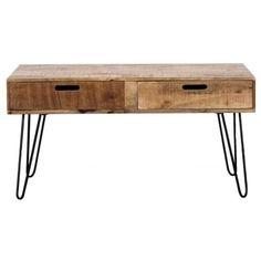 Pevný masivní korpus stolu drží ocelová podnož, dodávající dobrou stabilitu. Stolek vynikne lépe v klasickém interiéru.