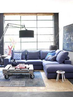 Hoekbank voor de woonkamer, mooie kleur. Mag zeker groter zijn.