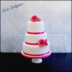 Daisy's en Chesterfield Bruidstaart Daisy's en Chesterfield Wedding Cake  www.tortadeliziosa.nl