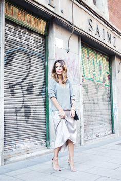 Midi_Skirt-Grey_Sweater-Sunglasshut-Outfit-Street_Style-4
