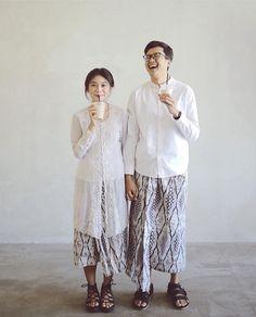 Simple prewedding concept feat their fave kopi susu! Pre Wedding Poses, Pre Wedding Photoshoot, Wedding Shoot, Wedding Couples, Javanese Wedding, Indonesian Wedding, Malay Wedding, Wedding Dress Suit, Wedding Suits