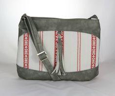 kabelka Rita šedá s výšivkou strapcom