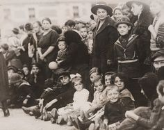 Immigrants passing through quarantine at Ellis Island, c. 1914 © Pacific & Atlantic Photos Ltd / Daily Herald