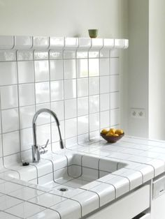 D-tile is a system which allows any space or object to be completely covered with tiles. This is possible because the D-tile collection consists of flat-, construction-, and function-tiles. Kitchen Tiles, Kitchen And Bath, Kitchen Dining, Tile Kitchen Countertops, Backsplash, Home Interior, Kitchen Interior, Etagere Cube, White Tiles