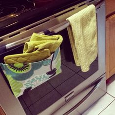 Use the Oh-Snap Pocket to store your oven mitts on your oven door