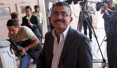 El periodista Alfredo Villatoro, quien trabaja en la emisora radial HRN, fue secuestrado hoy por un grupo de desconocidos cuando se dirigía a su centro de trabajo, informó dicho medio en su programa Diario Matutino.