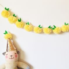 Make Lemon pompom Garland
