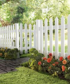 I would like to have this fence around my front yard. It's pretty and my dog LOVES the front yard so he can watch people drive by haha Backyard Fences, Front Yard Landscaping, Fence Design, Garden Design, Decorative Garden Fencing, Verge, White Picket Fence, White Fence, Front Yard Fence