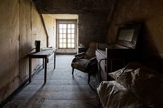 """""""Judy and the dream of horses"""", a chiaroscuro photography of a bedroom in an abandoned castle in France. Abandoned Castles, Abandoned Mansions, Abandoned Buildings, Abandoned Places, Haunted Places, Chiaroscuro Photography, Architecture Classique, Beautiful Ruins, Contemporary Interior Design"""