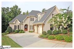 Love Stucco homes Exterior Homes, Stucco Homes, Stucco Exterior, Exterior House Colors, Exterior Paint, Home 21, House Tiles, New Home Designs, House Exteriors