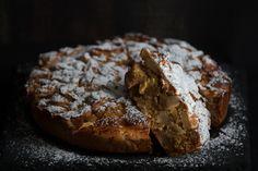 Sharlotka: Η μηλόπιτα που μιλάει ρωσικά είναι fluffy και light -Ό,τι χρειάζεσαι για να συνοδεύσεις τον καφέ σου   BOVARY Great Desserts, Apple News, Apple Pie, Muffin, Bread, Fruit, Breakfast, Recipes, Apple Cakes