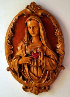"""Quadro Sagrado Coração de Maria <br> <br>""""O Imaculado Coração de Maria é uma devoção mariana católica que ganhou grande destaque com as aparições de Fátima e encontrou o derradeiro reconhecimento mediante as revelações de Jesus Cristo feitas à Beata Alexandrina de Balazar. Esta devoção consiste na veneração do Coração da Santíssima Virgem Maria, mãe de Jesus."""" <br> <br>Leve essa obra de arte para sua casa e abençoe o seu lar!!! <br>Lindo para decorar e presentear! <br>Peça única e feita com…"""