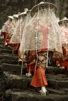 Kumano Kodo pilgrimage route to Nachi Taisha shrine and Nachi-no-taki falls Wakayama Prefecture Japan by Tennoji Kun. Japanese Culture, Japanese Art, Mode Alternative, Culture Art, Art Japonais, Japanese Outfits, Japanese Beauty, Hanfu, Pilgrimage