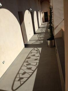 Ombre di grate ( architetto Tore Dessena, Orosei)