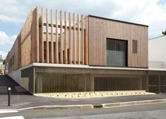 Timber-clad house-shaped kindergarten by Topos Architecture Wood Architecture, Architecture Details, Facade Design, House Design, Wooden Facade, Timber Cladding, Small Buildings, Early Childhood, Custom Homes