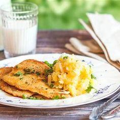 Panerad spättafilé med parmesanstompad potatis - Recept - Tasteline.com