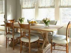 Tisch mit Stühlen rustikal fenster