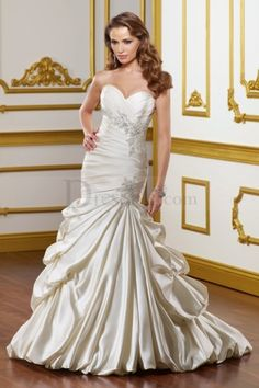 Dramatic Mermaid Wedding Dress with Delicate Appliques and Wonderful Pick-ups