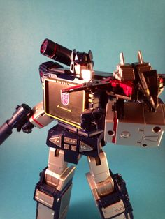 Transformers Masterpiece MP-13 Destron  communications Soundwave (Takara). Made with a homemade  box light's and an iPhone 5