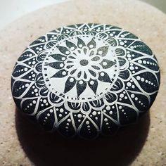 Mandala#rachelsrocks #paintedrocks #paintedstones #mandalasofinstagram #findyourcenter #white #paintedrocksofinstagram