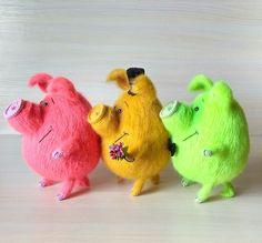 Юлия Люкина Felt Animals, Crochet Animals, Crochet Toys, Pig Crafts, Pig Art, Cute Piggies, Polymer Clay Animals, Cute Dolls, Pet Toys
