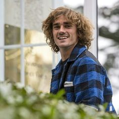 Antoine Griezmann, Men Stuff, Fc Barcelona, Football Players, Medium Hair Styles, Crushes, Soccer, Sports, Special People