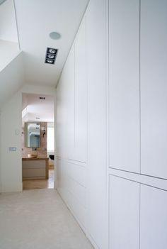 Mooie strakke kast | optie voor de woonkamer (speelgoed, dvd's, glaswerk)