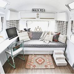 Camper Interior Remodel DIY Travel Trailers – Just about all travel trailers utilize wood veneer. This will go quite a way to giving your family camper a whole new appearance. It's well-known that RVs aren't known for their stylish interiors. Airstream Remodel, Camper Renovation, Trailer Remodel, Airstream Camping, Airstream Living, Vintage Campers Trailers, Vintage Caravans, Travel Trailers, Rv Travel
