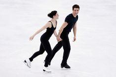Practice sesh @ Sochi Tessa and Scott Virtue And Moir, Tessa Virtue Scott Moir, Ice Skating, Figure Skating, Tessa And Scott, Olympic Gold Medals, Ice Dance, World Of Sports, Winter Olympics
