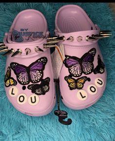 Crocs Fashion, Sneakers Fashion, Fashion Shoes, Crocs Shoes, Shoes Sneakers, Nike Shoes Air Force, Fresh Shoes, Hype Shoes, Sneaker Heels