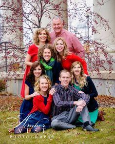 Family picture idea| Christmas family photo | family pose idea| ambervestphotography.com