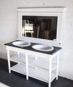 Doppelwaschtisch mit unterschrank landhaus  Waschtisch weiß mit eine Naturholz-Platte. Die Bademöbel bei ...