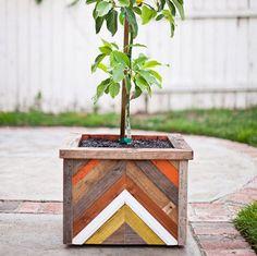 Un bac à fleurs en bois de récup' - Marie Claire Idées