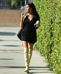 Madison Beer seen enjoying a frozen yogurt from pinkberry in LA yesterday! Madison Bear, Beer Boot, Madison Beer Style, 1. Mai, Beer Photos, Grey Boots, Portrait, Celebrity Pictures, Over The Knee Boots