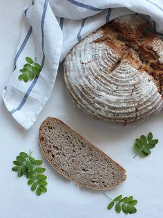 Okrągły chleb pszenno-żytni na zakwasie