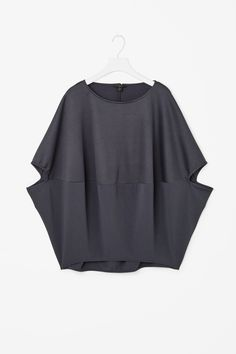 COS image 4 of Contrast circle-cut top in Midnight BlueDiscover our women's tops: modern styles designed to last beyond the season.Shop Women's COS Short-sleeve tops on Lyst. Track over 204 COS Short-sleeve tops for stock and sale updates. 40 Year Old Womens Fashion, Plus Size Fashion For Women, Women's Summer Fashion, Fashion 2020, Dressy Casual Outfits, Sewing Blouses, Look Chic, Diy Clothes, Dress Patterns