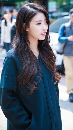 #Mijoo #Lovelyz #미주 #러블리즈 Lovelyz Mijoo, Beautiful People, Most Beautiful, Asian Hair, Korean Artist, Korean Women, Korean Beauty, Hair Inspo, Korean Girl Groups