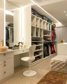 dream closets Well, you are able to take the assistance of the exceptional closet designs that weve posted today. You are fortunate enough to have a walk-in closet in your house. Walk In Closet Design, Bedroom Closet Design, Master Bedroom Closet, Closet Designs, Bedroom Decor, Bedroom Ideas, Master Suite, Dressing Room Closet, Dressing Room Design