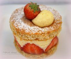 Strawberry Cake by ritsukokempf #food #yummy #foodie #delicious #photooftheday #amazing #picoftheday