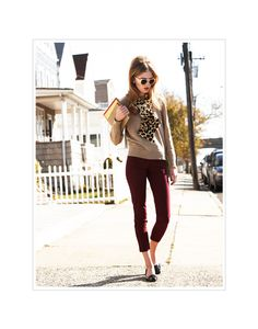 Burgundy pants with neutrals and leopard - totally my style Casual Work Outfits, Business Casual Outfits, Cute Outfits, Work Fashion, Fashion Outfits, Womens Fashion, Fall Winter Outfits, Autumn Winter Fashion, Burgundy Pants Outfit