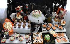 [RECEITA] Como ressuscitar seu bolo solado e transformá-lo em cake pops decorados para Festa de Halloween.